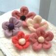 羊毛で作ったお花のコサージュ
